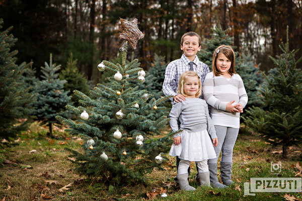 Christmas Tree Farm Mini Sessions.Pizzuti Cuties Photography Christmas Tree Farm Mini